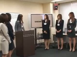 Two japanesese στριπτίζ σε groupsex