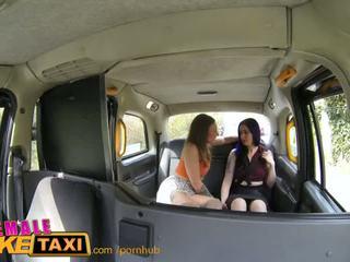 Femalefaketaxi panas beremosi perempuan tastes drivers faraj