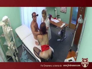 A ārsts bangs two sluts uz the ambulatory - fordreamers*