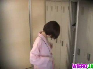 Wierd japão: gira asiática bebês getting seu mamas examined.
