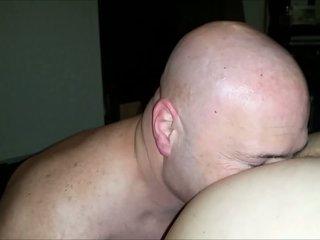 Meine ehefrau filming mir licking unsere girlfriends sexy arsch.