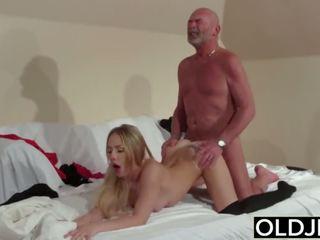 Старий молодий - білявка мінет і поза раком ебать від дідусь молодий дівчина секс