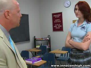 Innocenthigh orang berambut pirang pelajar putri remaja alana rains spanked kacau