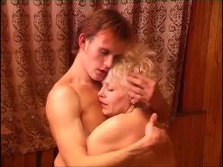 Moden kvinde & ung fyr (6 - ruse porno & daneze titull)