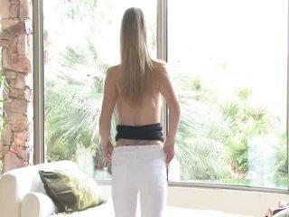 Danielle acquires undressed potom uses ju hračka na ju vagína