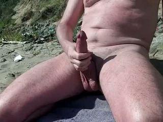 Telanjang gay menunjukkan zakar/batang pada yang orang yang suka bertelanjang/ berbogel pantai