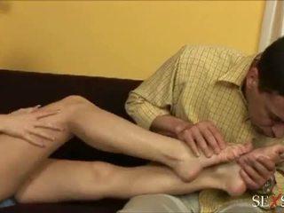 Seks tunne: seksikas lulu loves strocking riist koos tema jalad