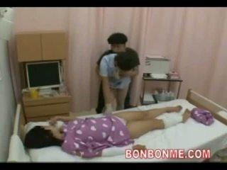 Zdravotní sestra honění v přední na manželka 01