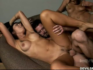номинално брюнетка, групов секс hq, пълен целуване