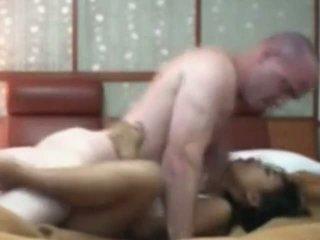 Indonésia empregada having primeiro tempo sexo com branca caralho