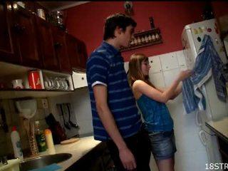 Irresistible teinit gets perseestä sisään the keittiö