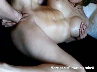 Gjoksmadhe mdtq double fist fucked në një e egër orgazëm