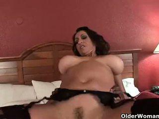 巨乳 媽媽我喜歡操 gets 體內射精