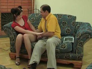 צעיר חתיכה ב גרביוני נשים gets מזוין על ידי ישן dude