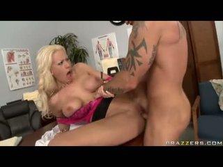 Sexbomb tanya james getting لها قذر cleft cracked بواسطة ل مسخ jock