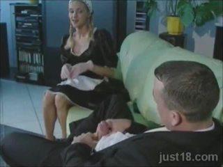 Възбуден блондинки прислужница прецака трудно