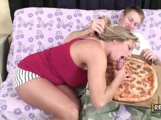 Weenie loving ふしだらな女 amber lynn bach fills 彼女の fascinating 口 とともに a ジューシー ハード コック