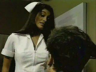 Indien infirmière gives bon remedy