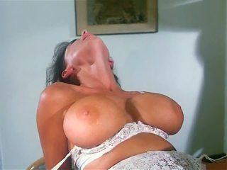 big boobs, model tahun