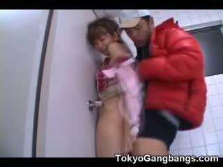 Asiatisk virgin knullet av en pervert!