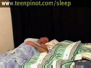 فتاة beauty مارس الجنس في حين نائم