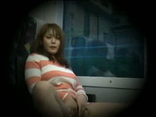 Giovane donna beccato masturbare in treno