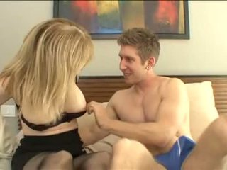 Nephew اللعنة له عمة - nina hartley - أكثر في footjobs-tube.com