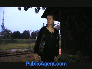 Blondynka nastolatka fucks publiczne agent
