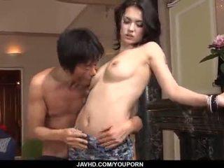 מדהימה maria ozawa receives two cocks בפנים שלה