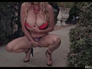 Kelly madison wants ju në appreciate të saj fabulous gjoks