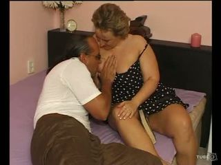 A SEXY CHUBBY LADY LOVES SEX