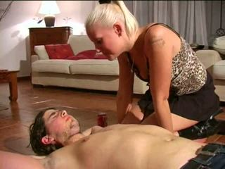Spitting domina: ingyenes szado-mazo porn videó e1