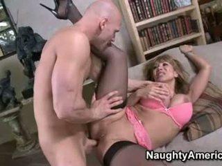Sexy floozy ava devine likes getting cummed en son bouche après une agréable hawt baise