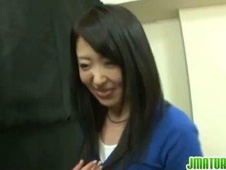 Japońskie dojrzewa: japońskie dojrzała żona gets fucked ciężko w the gra.