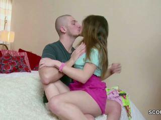 18yr 老 小 青少年 andrea 得到 她的 第一 他妈的 由 大.