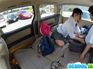 Jaapani koolitüdruk banged sisse a parking partii