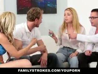 Familystrokes - familie spelletje nacht orgie