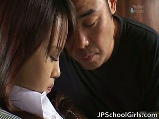 Haruka aida jolie asiatique écolière