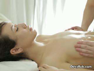 Ada loves getting 她的 的阴户 涂油 向上 和 massaged