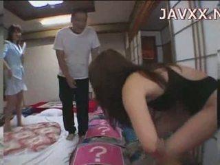 Maduros japonesa miúda rides um stiff boner para alcançar dela orgasmo