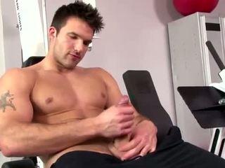 Gwiazda porno trystan bull tugs kutas
