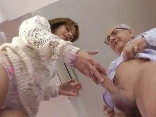 Gammal människa och en söt ung flicka, fria hårdporr porr video- bf