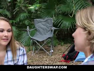 Daughterswap- excitat daughters la dracu tați pe camping excursie