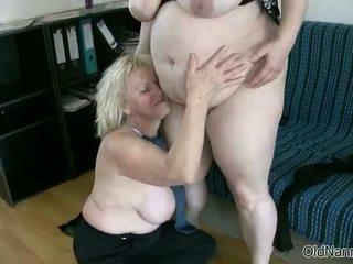 Ξανθός/ιά γιαγιά loves having λεσβιακό σεξ