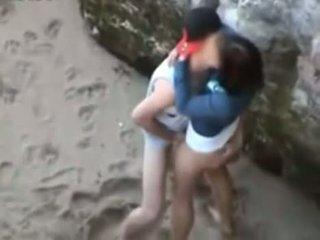 امرأة سمراء, مراهقون, تقبيل