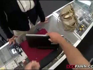 Suur tissid naine screwed üles poolt pawnkeeper