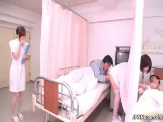 Малък японки медицинска сестра giving а духане part4