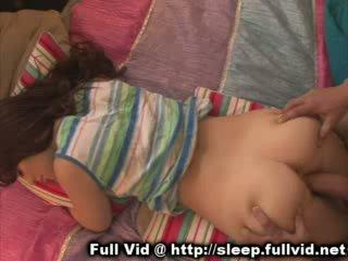 Schlafen teen ins gesicht