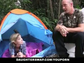 Daughterswap- Mainit tinedyer daughters fucked outdoors by dads