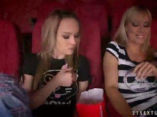 Sandy und blue engel having sex im kino